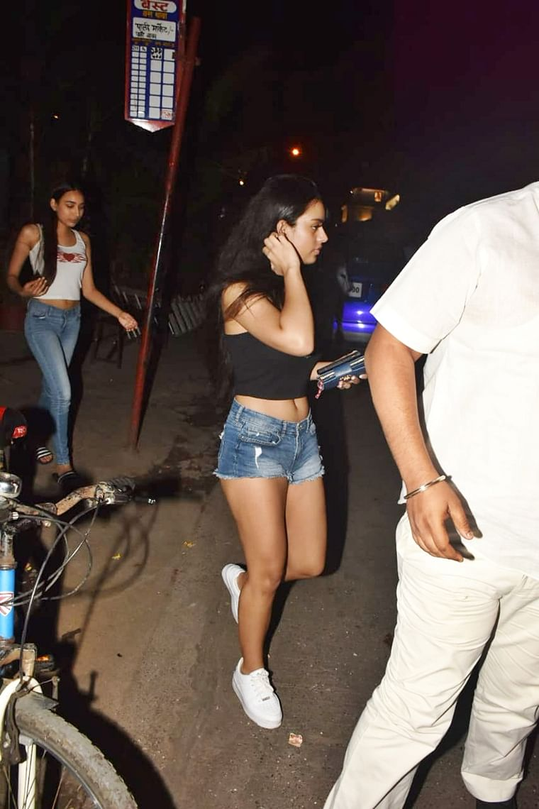 No money for Uber? Nysa Devgan spotted at 'BEST' bus stop