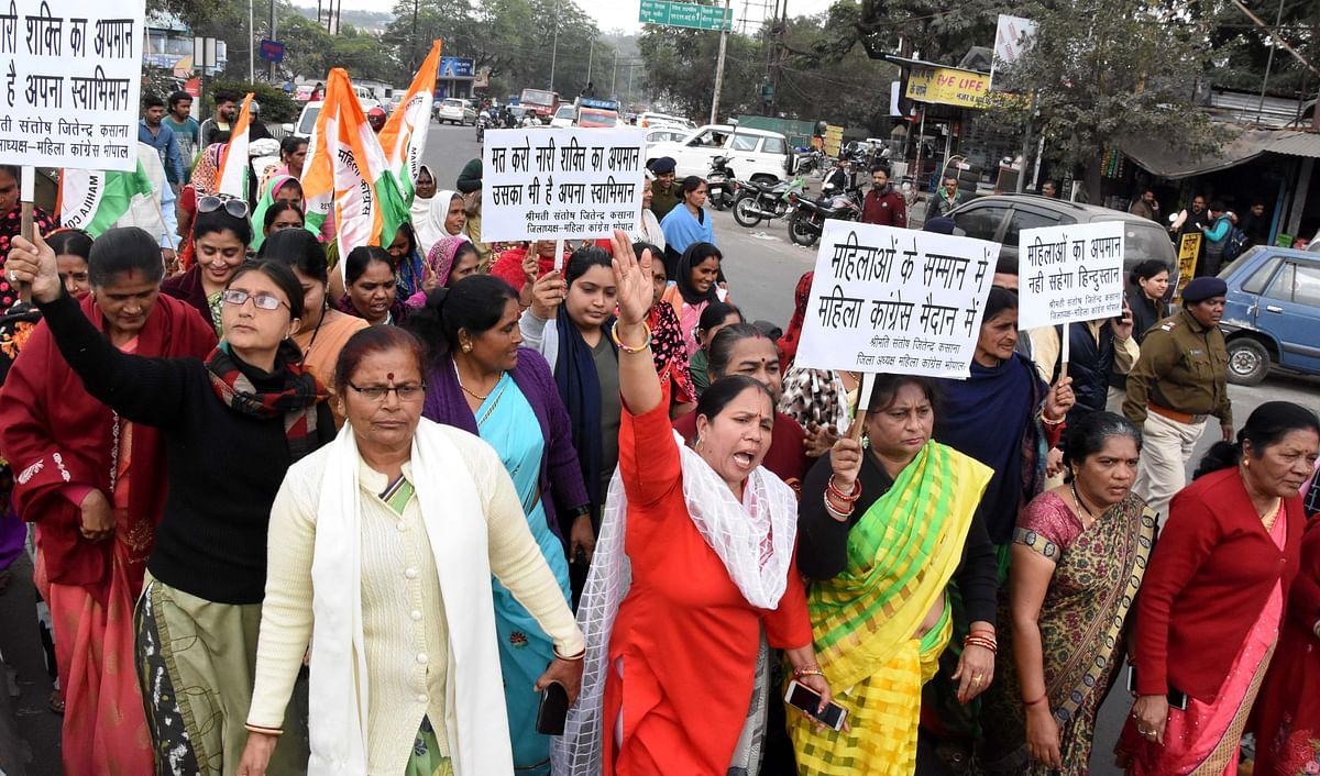 Bhopal: Congress women protest against manhandling of women officials