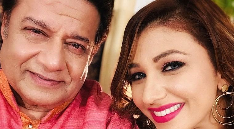 Tupac move aside: Anup Jalota poses with a gun with Jasleen Matharu in a TikTok video