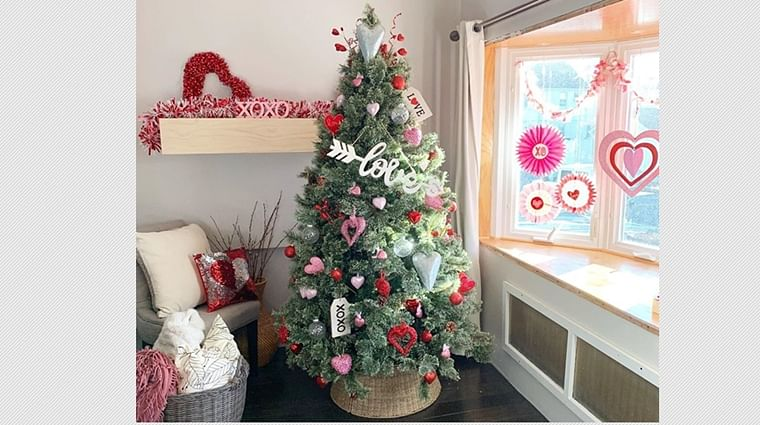 Did you know Valentine's Day Trees was a thing? Check out Netizens' creatively transformed Christmas trees