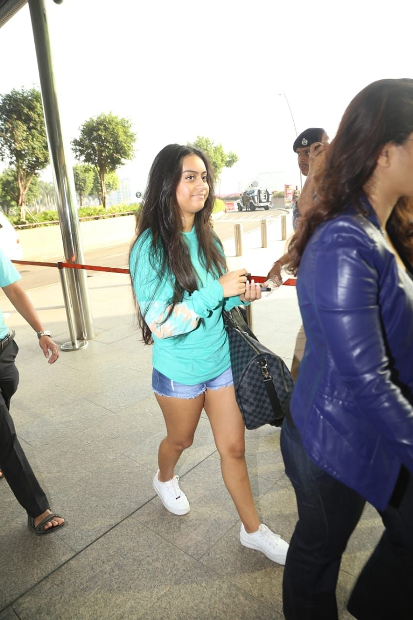 At 16, Nysa Devgan carries a travel bag worth over a lakh!