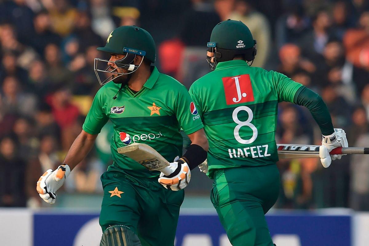Pakistan thump sloppy Bangladesh for T20 series win
