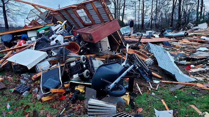 Severe storms sweep southern US, killing 11