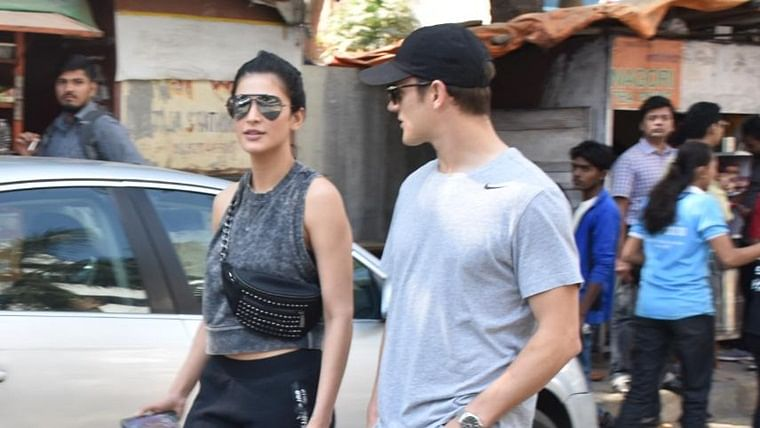 In pics: Shruti Haasan spotted with mystery man, strolling through the streets of Mumbai
