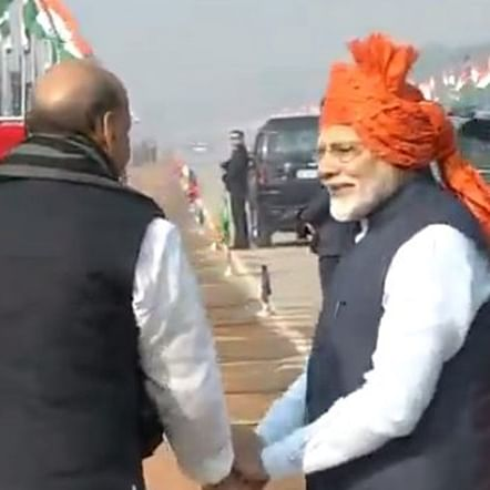 PM Modi continues 'safa' tradition, sports saffron 'bandhej' turban on 71st Republic Day