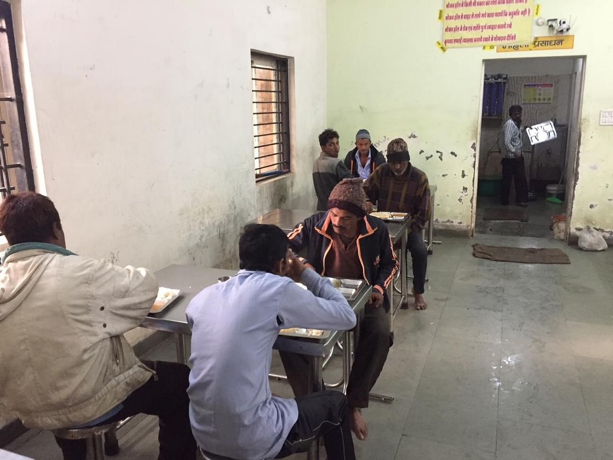 Indore: Boon for many as Raen Baseras provide meal for Rs 5