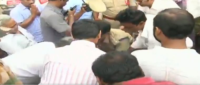 Andhra farmers bow down to touch cops feet, cops reciprocate