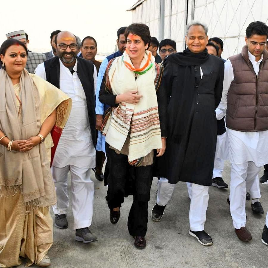 UP Congress chief accompanying Priyanka falls into Ganga