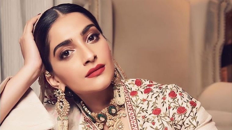 'Inke struggle hain...': Sonam Kapoor's rant on losing a bag triggers hilarious reactions