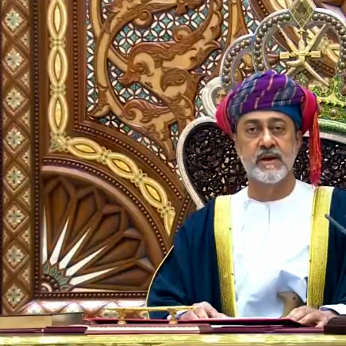 Oman: Late sultan's cousin sworn in as new ruler