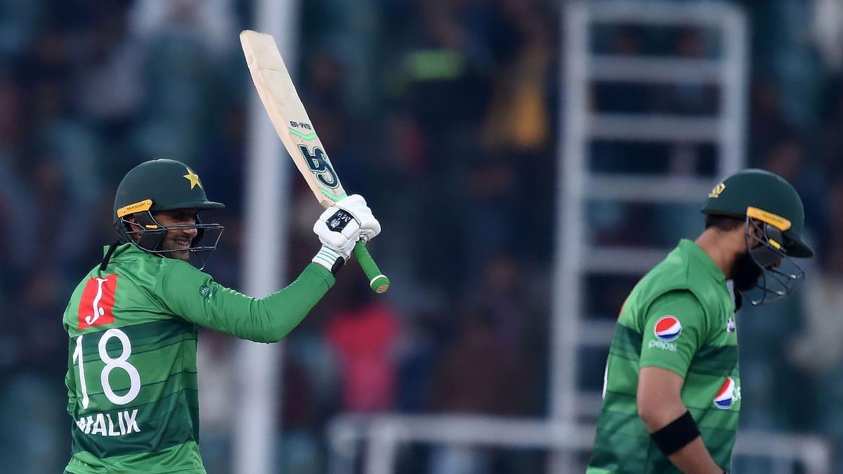 Shoaib Malik stars as Pakistan defeat Bangladesh by 5 wickets