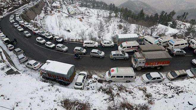 Himachal Pradesh: Over 600 roads still blocked, more snowfall, rain likely till Jan 17