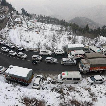 Himachal Pradesh: Over 600 roads still blocked, more snowfall, rain likely till Jan 17