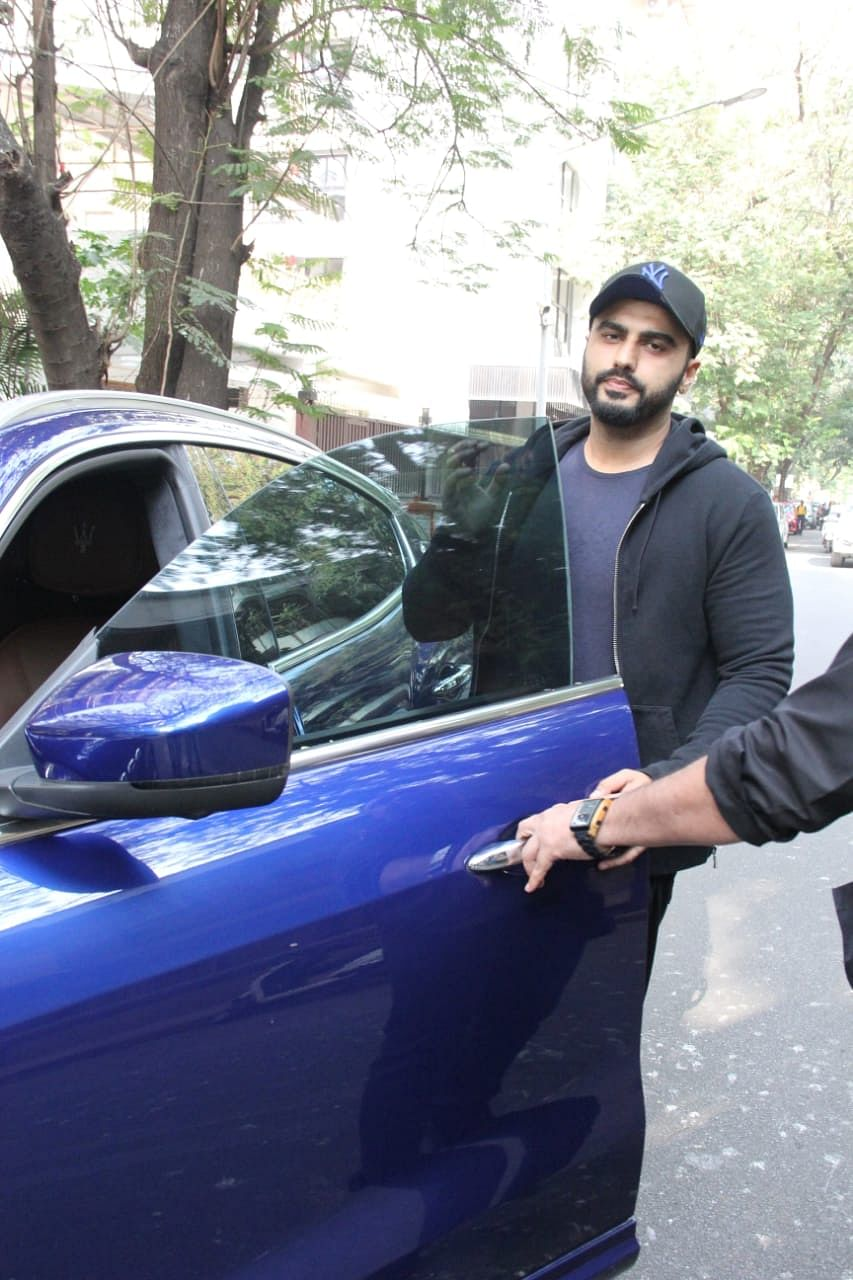 Why does Arjun Kapoor go to a different yoga studio instead of the one owned by girlfriend Malaika Arora?
