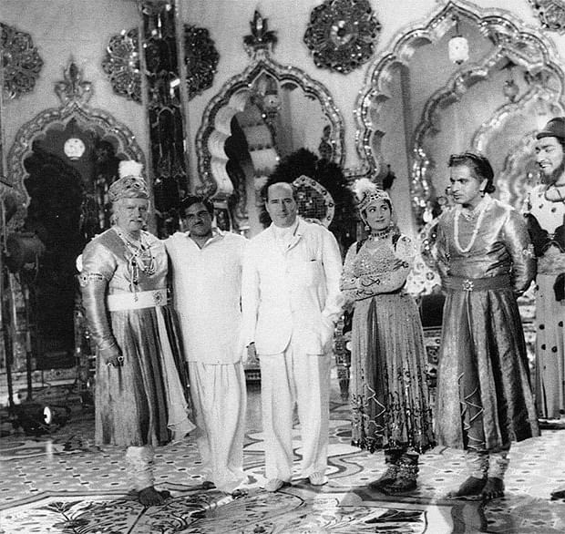 Rishi Kapoor shares rare photo of Mughal-e-Azam cast with Italian filmmaker Roberto Rossellini