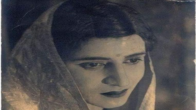 Rishi Kapoor tweets photo of Pran disguised as woman