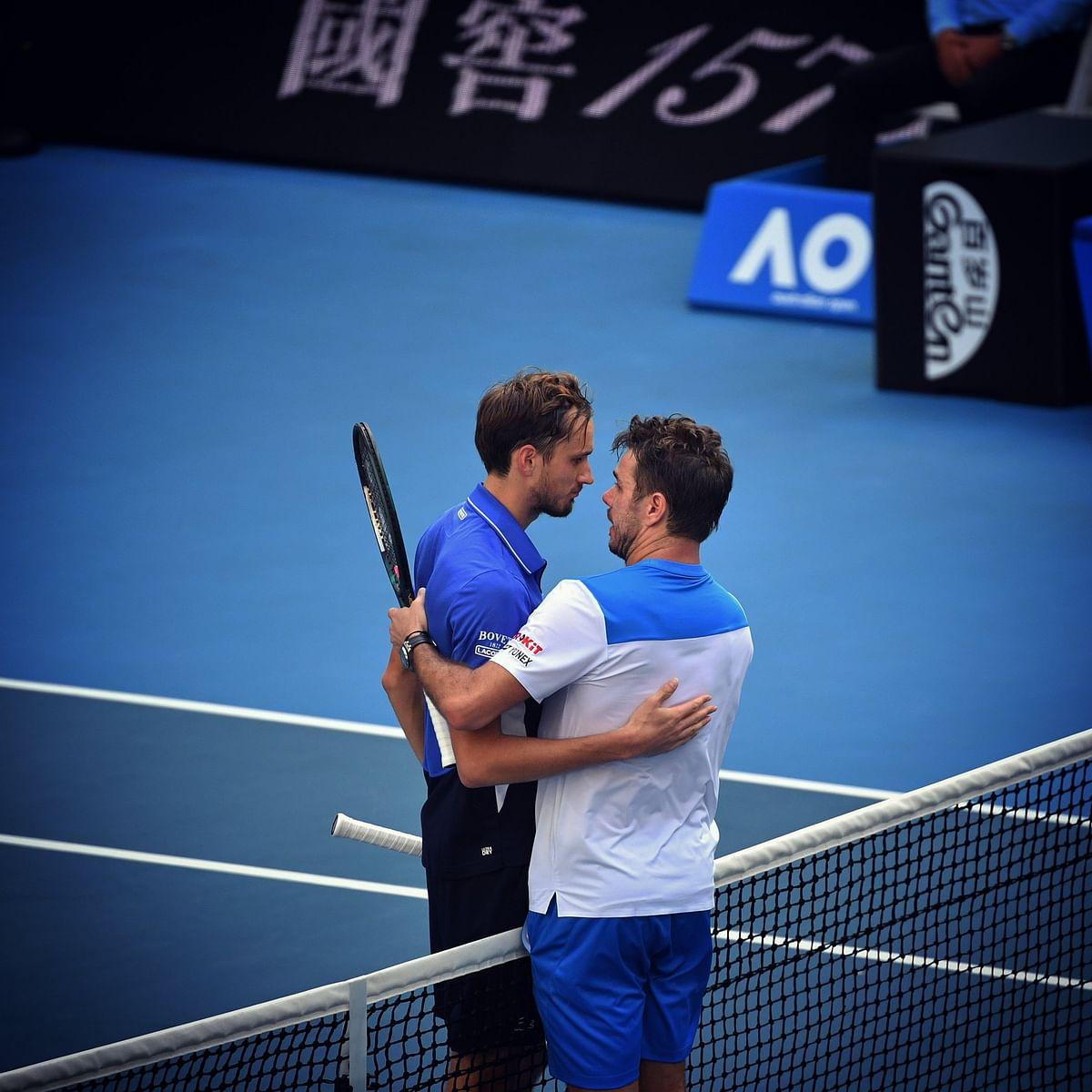 Australian Open: Vintage Wawrinka tricks Medvedev to reach quarters