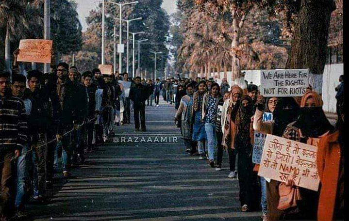 Human chain in Aligarh Muslim University