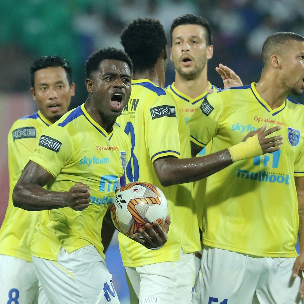 Indian Super League: Five-star Kerala end winless run in style