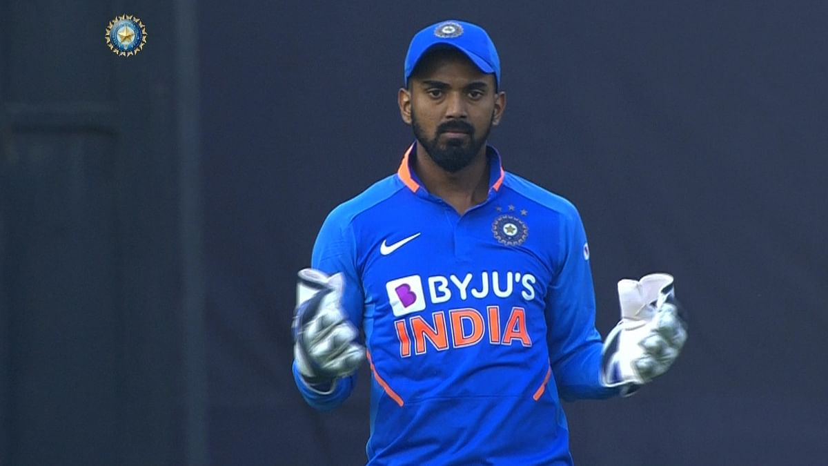 IND vs AUS 1st ODI: KL Rahul replaces concussed Pant behind the stumps