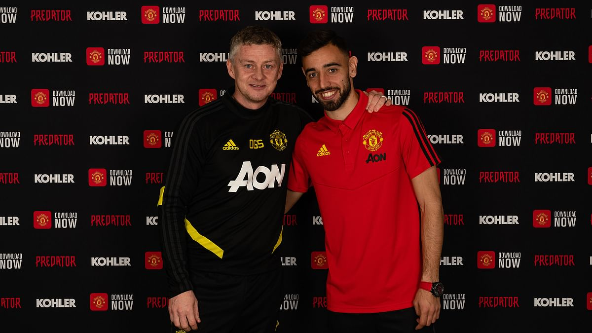 He's finally here! Twitter explodes after Manchester United confirm Bruno Fernandes signing