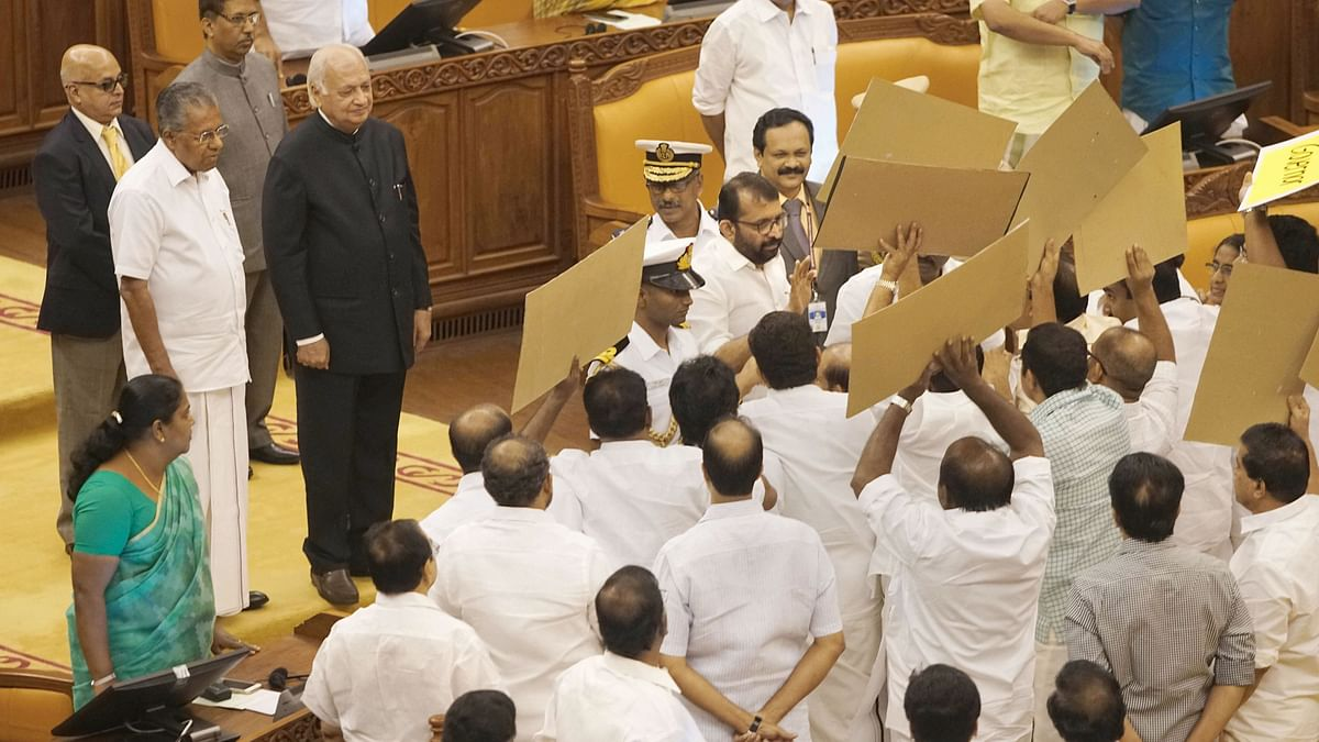 Kerala: UDF legislators try to stop Governor Arif Mohammed Khan from entering Assembly; stage walkout