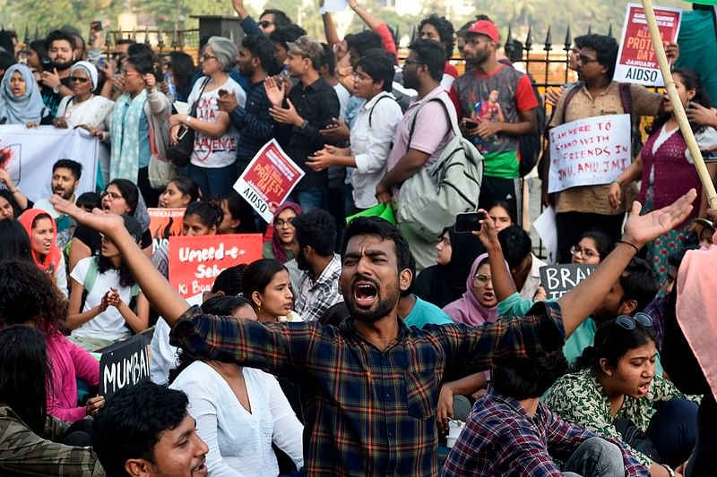 FTII students, youths protest, express solidarity