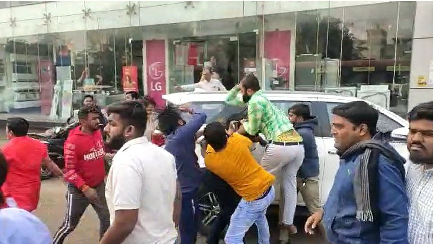 ABVP, NSUI workers clash in Ahmedabad, 10 hurt
