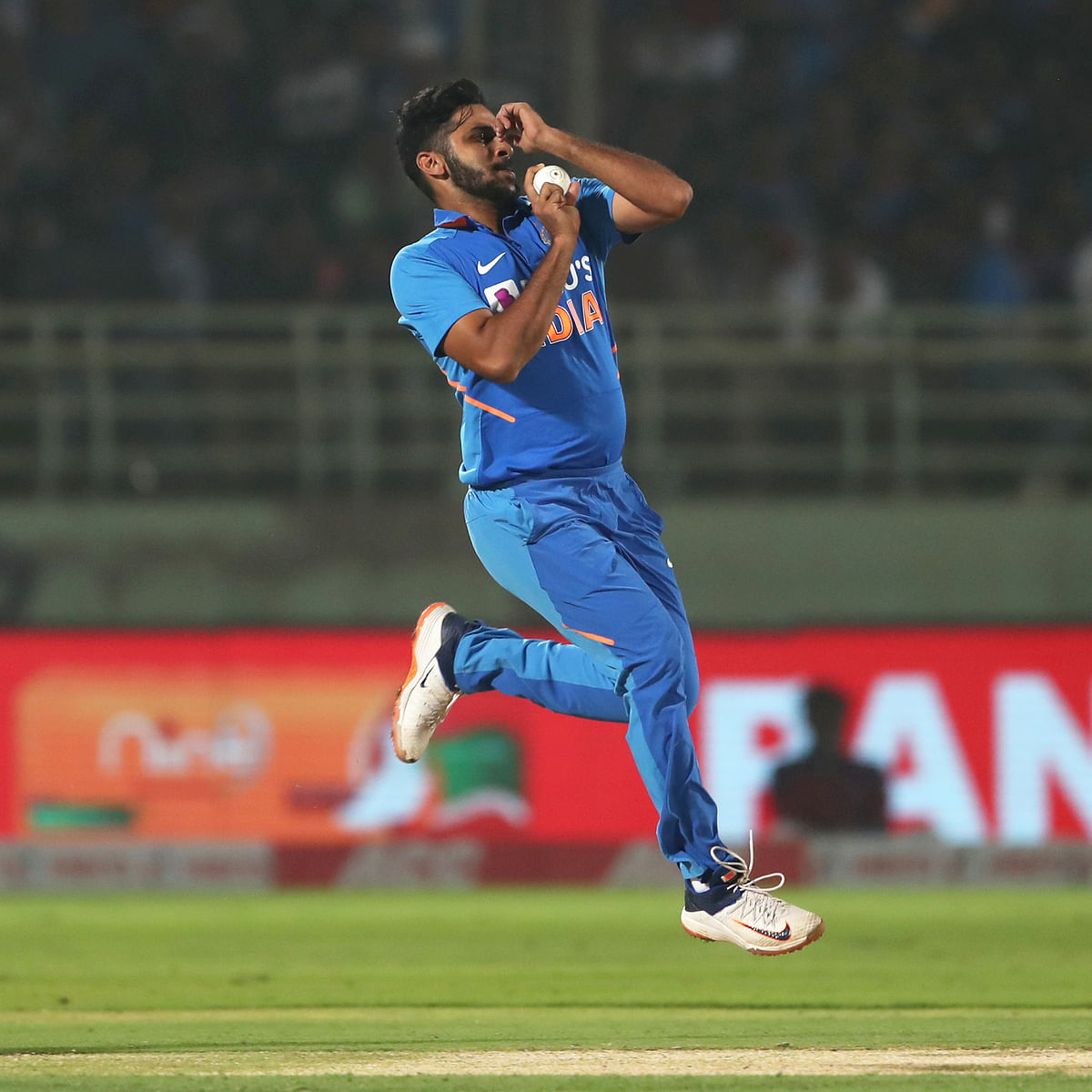 'Start playing Hanuman Chalisa when he comes to bowl': Twitterati troll pacer Shardul Thakur after poor performance against NZ