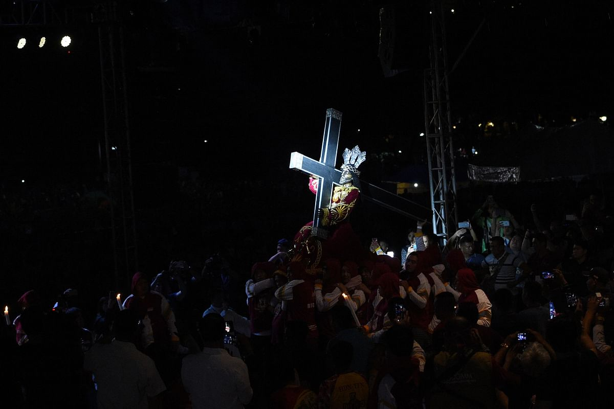 Millions of barefoot Filipinos swarm Christ icon for miracle