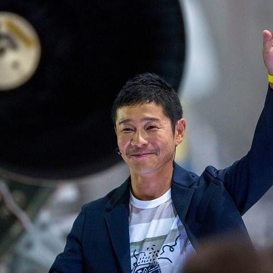 This Japanese billionaire Yusaku Maezawa giving away USD 9 million on Twitter