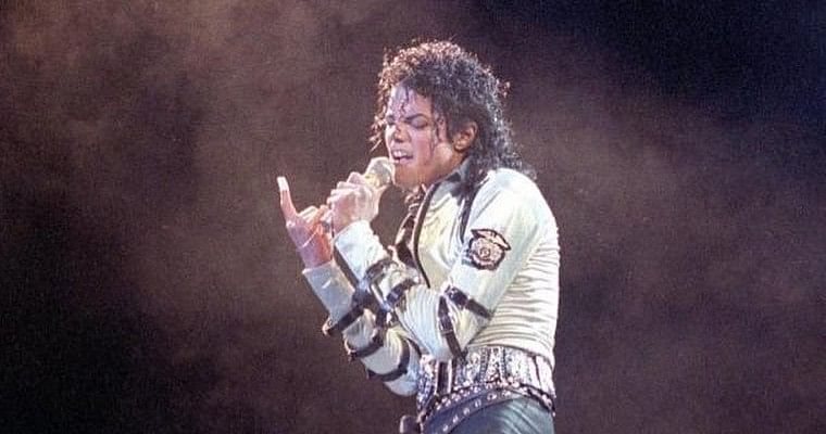 'Rest in peace means no tweeting bro': Twitter goes crazy after Michael Jackson gives New Year greetings