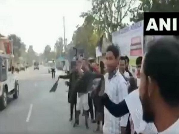 Black flag shown to Assam CM by anti-CAA protesters in Barpeta