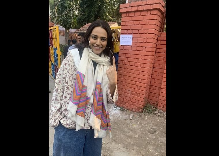 RW Twitter, here's another ungli photo: Swara Bhasker mocks trolls after voting in Delhi Election 2020