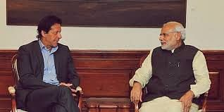 Pakistan PM Imran Khan (L) with India PM Narendra Modi