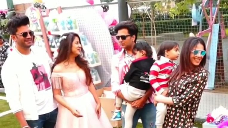 Watch: Riteish Deshmukh, Genelia and others have a blast at Sharad Kelkar's daughter's birthday