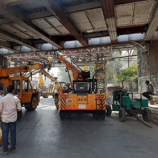 Mumbai: Height barrier of FOB at King's Circle collapses