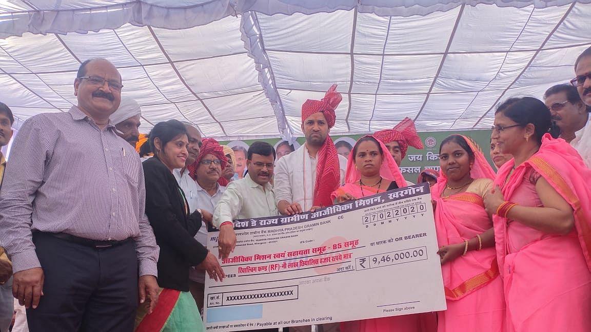 Madhya Pradesh: Minister Sachin Yadav distributes loan waiver certificates to 30 farmers
