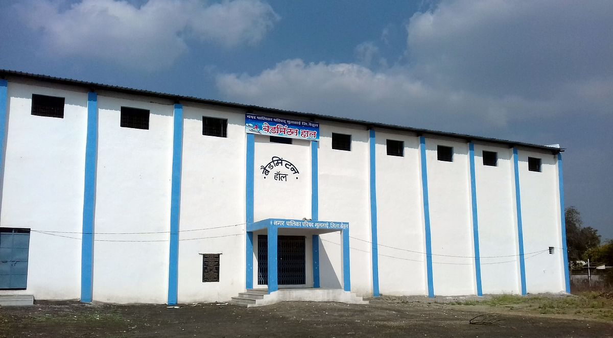Madhya Pradesh: Badminton hall lying unused, players angry