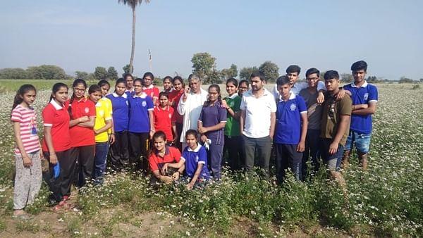 Ujjain: Annual camp of Jawahar Navodaya Vidyalaya NSS held at Vasniya village