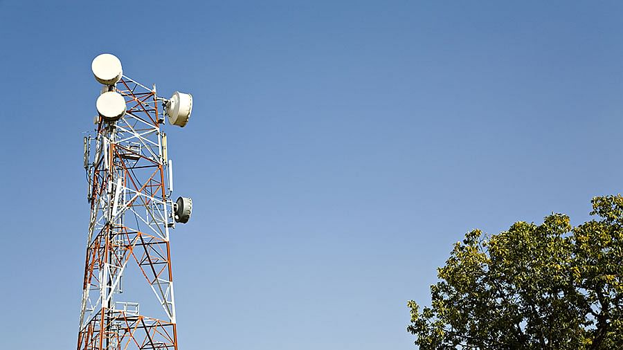 Bhopal: Woman climbs mobile tower to get a case registered against her husband