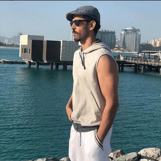 Hrithik Roshan takes fashion cues from Ranveer Singh, absolutely slays the look!