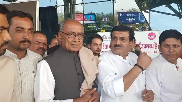 Jyotiraditya Scindia is not alone, whole Congress will hit roads if promises not fulfilled: Digvijaya Singh backs guest scholars
