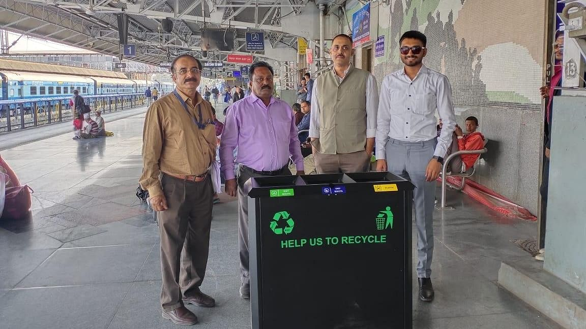 WR installs India's 1st Ultra Modern Dustbins At Ahmedabad Rly Station