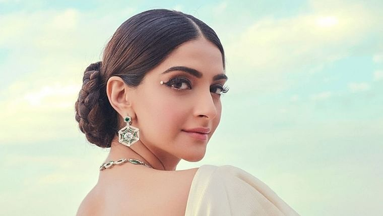 Kapoor Vs Kapoor: Dear Sonam, please check your privilege before asking us to fire our writer
