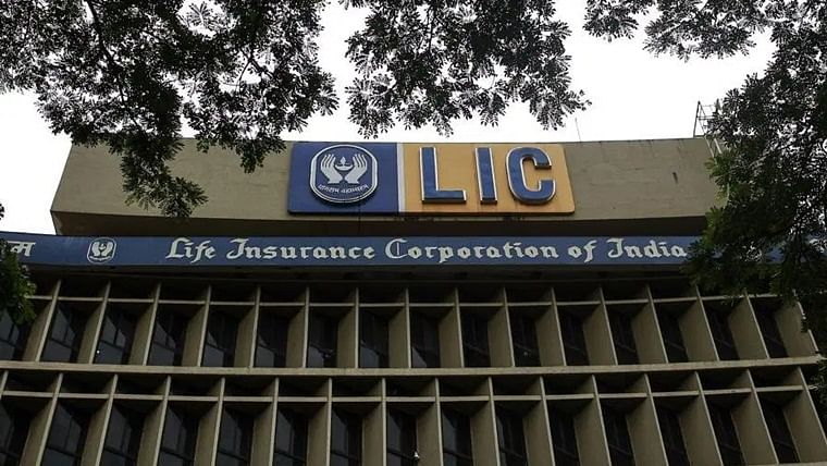 LIC Pension and Group Schemes Vertical creates record by achieving Rs 1 lakh crore premium income
