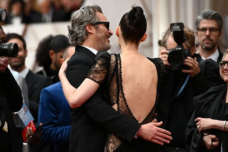 Oscars 2020: Joaquin Phoenix can't get enough of his ladylove Rooney Mara
