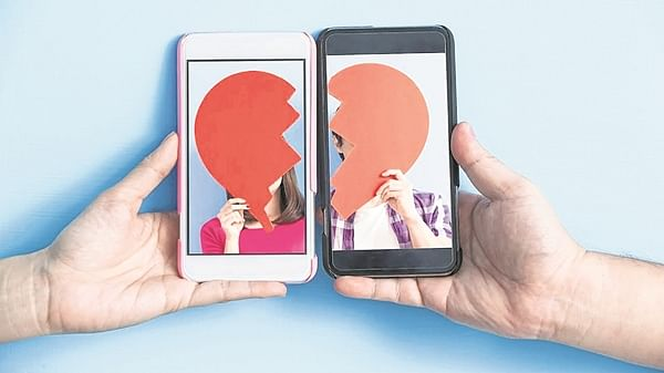 Can't get you outta my feed: Dealing with break-ups in a digital world