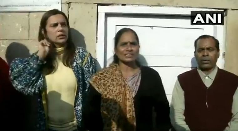 'Court in no mood to issue fresh death warrant': Nirbhaya's family, women activist hold protest outside Patiala HC