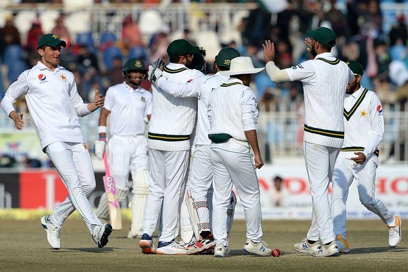 Pakistan crush Bangladesh by innings, Despite flat wicket, Tigers tumble